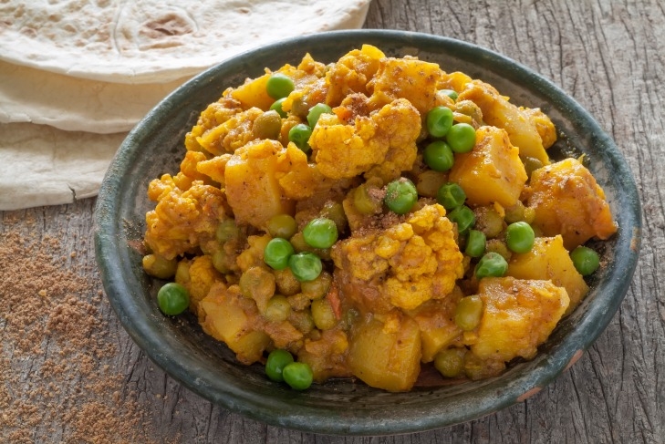 photodune-10652190-cauliflower-and-potato-curry-l